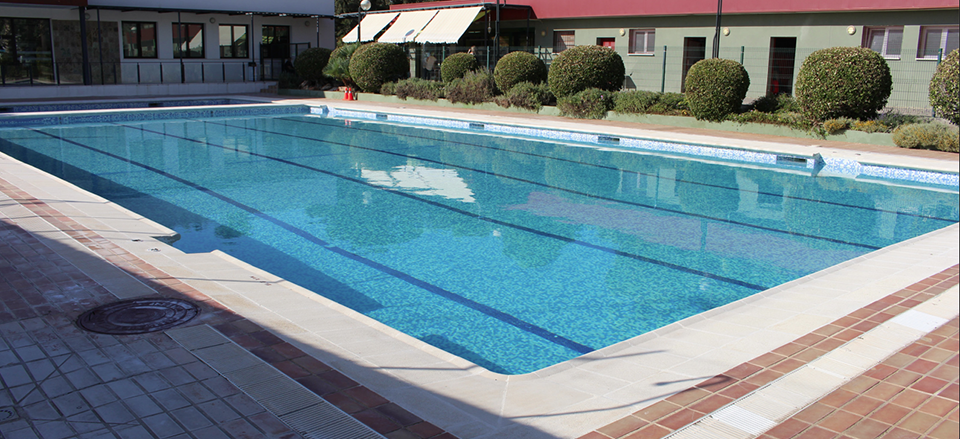La piscina municipal abre sus puertas este viernes 16 de for Piscina xirivella horario 2017